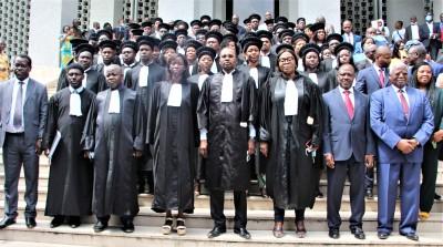 Côte d'Ivoire : 53 nouveaux greffiers dont 5 administrateurs, 14 attachés et 34 secrétaires des services de greffe ont prêté serment