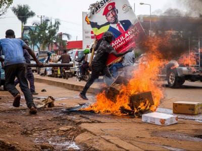 Ouganda : Kampala, une nouvelle arrestation de Bobi Wine provoque des heurts et fait sept morts