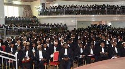 Cameroun : Le barreau des avocats annonce une suspension du port de robe pour dénonce...