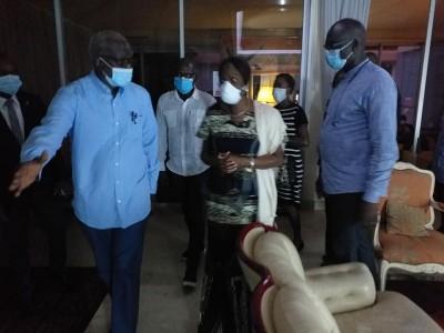 Côte d'Ivoire : Après le décès de leur fils, Simone Gbagbo apporte son soutien à la f...