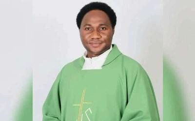 Nigeria : Chasse à l' homme pour retrouver un prêtre catholique enlevé à Abuja