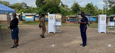 Ghana :  Vote anticipé, soldats, journalistes et agents de la CE aux urnes