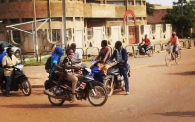 Burkina Faso : des jeunes cagoulés perturbant les cours dans les établissements mis en garde