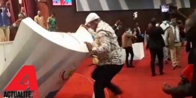 RDC : Bataille au parlement entre des députés proches de Kabila et Tshisekedi