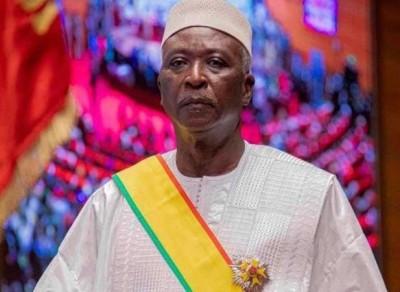 Mali : Le Président Bah N'Daw gracie 91 prisonniers