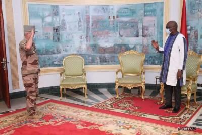 Burkina Faso : La commandant de la force Barkhane fait le point des opérations antiterroristes au président Kaboré