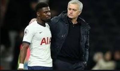Côte d'Ivoire : Critiqué pour avoir provoqué un penalty, Serge Aurier peut compter sur le soutien de son entraîneur José Mourinho
