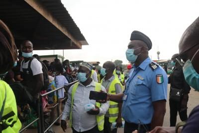 Côte d'Ivoire :    COVID-19, le Gouvernement appelle à la vigilance et au respect des mesures barrières dans les transports, les lieux publics pendant les fêtes de fin d'année