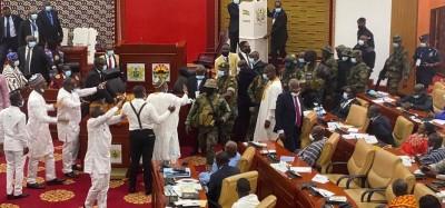 Ghana :  Séance inaugurale de la 8e législature confuse, vote du président perturbé, irruption des soldats