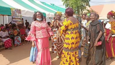 Côte d'Ivoire : Législative 2021, à Sinfra, lors d'une cérémonie d'hommage à Ouattara, des femmes du RHDP sollicitent une candidature féminine