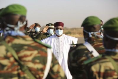 Niger : Le Président sortant Mahamadou Issoufou quitte Niamey pour Paris