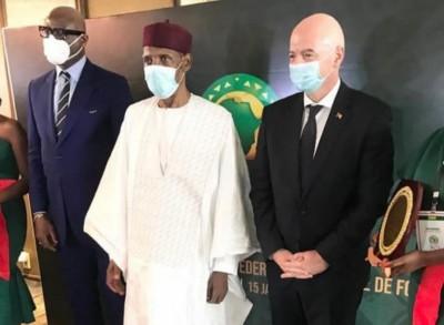 Cameroun : Issa Hayatou installé dans ses fonctions de président d'honneur de la CAF