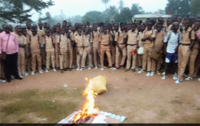 Côte d'Ivoire : Lakota, interdits dans l'établissement, des téléphones portables des élèves saisis, brûlés par la direction du Lycée