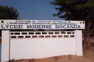 Côte d'Ivoire : Bocanda, un élève confisque le téléphone de son professeur et écope d...