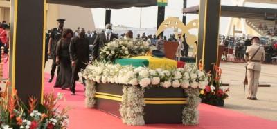 Ghana :  Derniers adieux et sortie pour Rawlings avant le cimetière militaire à Accra