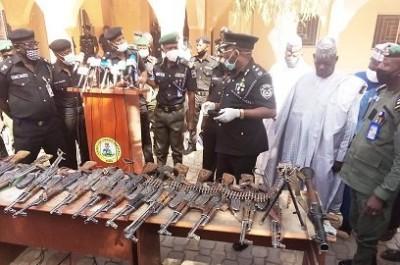 Nigeria : «Rapt de lycéens», un chef de gang se rend aux autorités  et jure sur le coran