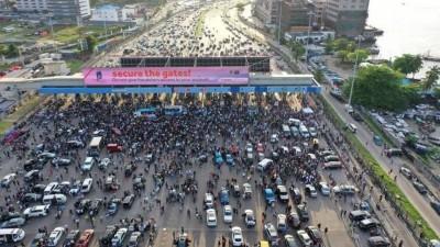 Nigeria : Des manifestants pacifiques arrêtés au péage-symbole de Lekki