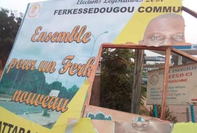 Côte d'Ivoire : Ferké, constatant la destruction de ses panneaux de campagne, un cand...