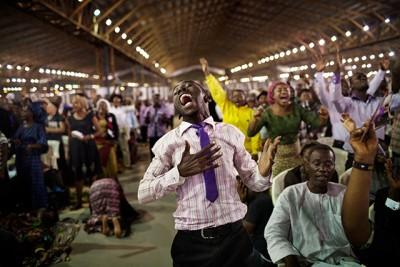 Cameroun : Atanga Nji ordonne la fermeture des églises qui nient l'existence de la covid-19