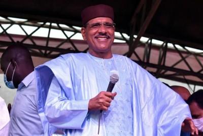 Niger : Mohamed Bazoum investi Président deux jours après une tentative de coup d'Etat