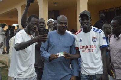 Côte d'Ivoire : Pour sa « contribution à l'insertion et l'autonomisation de la jeunesse Divolaise », un cadre RHDP offre des permis de conduire à 50 jeunes