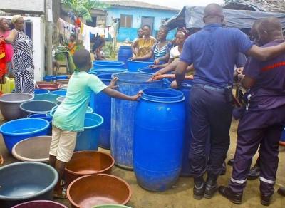 Côte d'Ivoire : Pénurie  d'eau, les sapeurs-pompiers initient une opération  distribu...