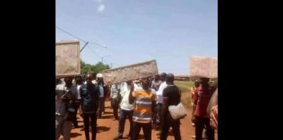 Côte d'Ivoire : Bayota, des instituteurs manifestent pour protester contre la sorcell...