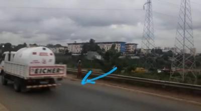 Côte d'Ivoire : Un motocycliste sans casque percute un câble et décède en tombant