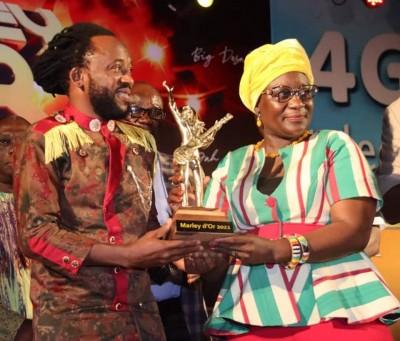 Burkina Faso : l'artiste Ismo Vitalo remporte le trophée du Marley d'Or