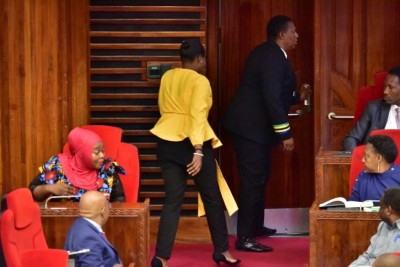 Tanzanie : Une députée expulsée du parlement pour avoir porté un pantalon jugé « trop serré »