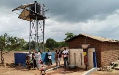 Côte d'Ivoire : Brobo, pour ne plus les voir « faire des kilomètres afin de puiser de l'eau...», un forage offert à des femmes
