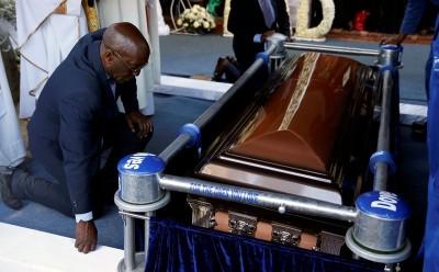 Zimbabwe : Un chef traditionnel ordonne l'exhumation du corps de Robert Mugabe