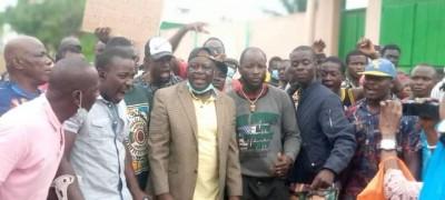 Côte d'Ivoire :  En attendant le retour de Gbagbo, le sit-in du CVCI devant la réside...