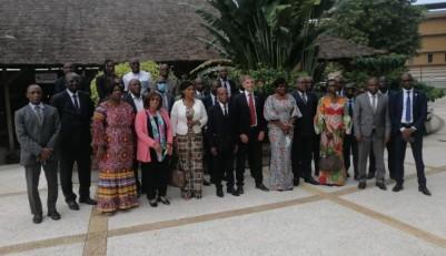 Côte d'Ivoire : 13 ministères et les partenaires sociaux font le bilan à mi-parcours...