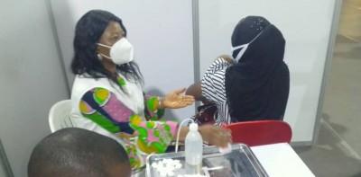 Côte d'Ivoire : Top départ du vaccin Pfizer à ARN messager, les personnes déjà vaccin...