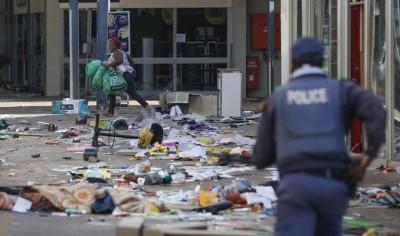 Afrique du Sud : Polémique autour d'une vidéo montrant des policiers se livrer aux pillages