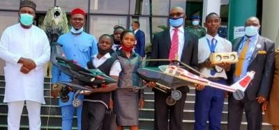 Nigeria :  Deux élèves récompensés pour fabrication d'avions et radio