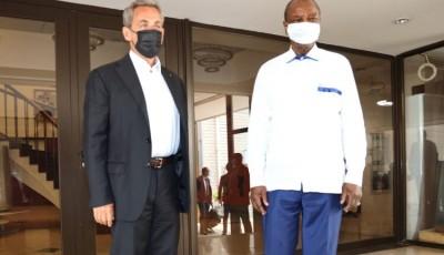 Guinée : Les allers-retours de Nicolas Sarkozy à Conakry intriguent