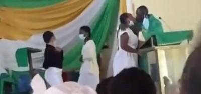Ghana :  Polémiques sur un « saint baiser » d'un prêtre anglican à des étudiantes