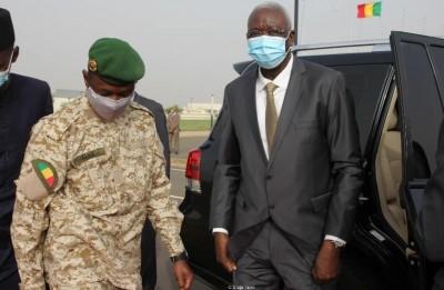 Mali : Assimi Goïta tente de se rattraper, un cabinet mis à disposition de Bah N'Daw