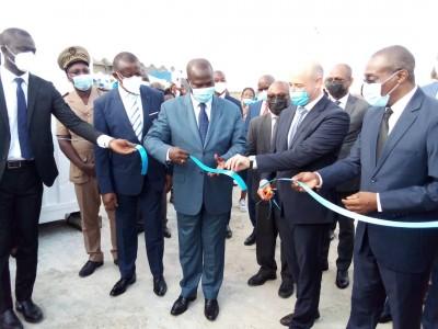 Côte d'Ivoire :    Lutte contre la COVID-19, une unité de production de 10.000 à 15.000 tests rapides inaugurée à Grand-Bassam