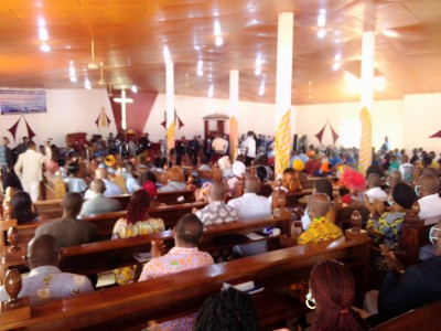 Côte d'Ivoire : Bouaké, pour bouter hors de sa ville la Covid-19, le maire « supplie » des milliers de fidèles de la CEPEG de se faire vacciner