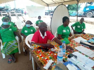 Côte d'Ivoire :    Sensibilisation à la CMU, plusieurs acteurs du marché de Songon-Ag...