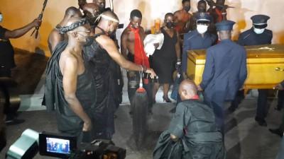 Côte d'Ivoire :   Décédé le 10 septembre en France, la dépouille de Charles Konan Banny accueillie dans la tradition Baoulé, dans la prière et le recueillement