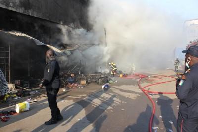 Côte d'Ivoire : Un  incendie déclaré au marché Dabanani d'Adjamé, plusieurs magasins de pagnes partent en fumée