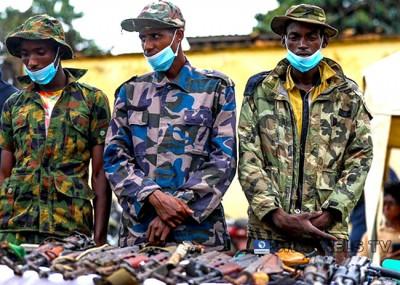 Nigeria : La police exhibe trois suspects impliqués dans l'enlèvement d' élèves à Kaduna