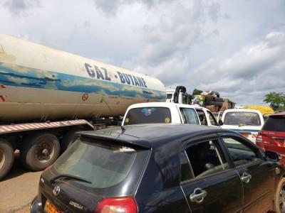 Cameroun : Une grève impressionnante des camionneurs paralyse Douala, métropole écono...