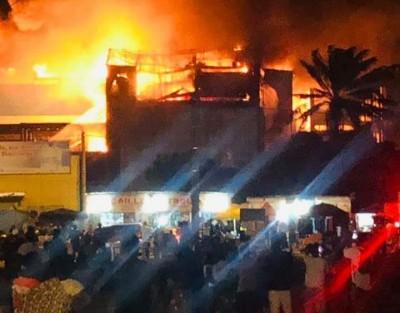 Côte d'Ivoire :    Riviera 3, un incendie s'est déclaré dans le Centre commercial Chi...