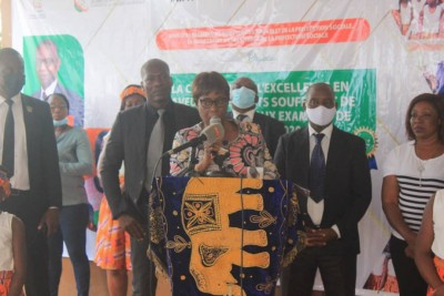 Côte d'Ivoire : Yopougon, les meilleurs élèves en situation de handicap honorés par la secrétaire d'Etat Clarisse Kayo Mahi
