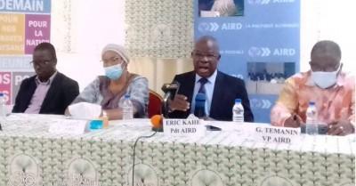 Côte d'Ivoire :   Eric Kahé à propos de la limitation d'âge à la présidentielle : « on peut laisser le peuple lui-même légiférer »